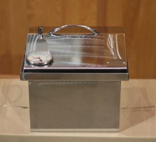 Коптильня горячего копчения с термометром крышка